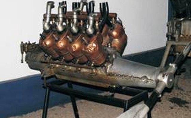 Двигатель Levavasseur V-8 первоначально использовался в самолетах и лодках