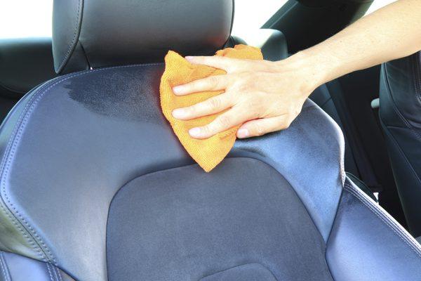 Как удалить пятна от воды с автомобильных сидений