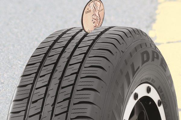 Проверка протектора на шине легких грузовиков Falken WildPeak H/T