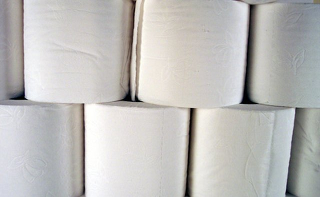 Туалетная бумага может закрыть вентиляционную трубу RV.