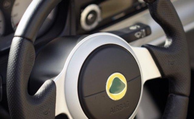 Рулевое колесо может принять удар по поврежденной оси CV.