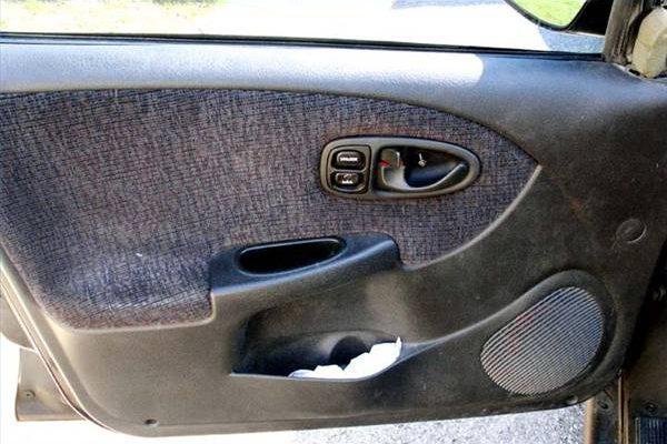 Как снять автомобильные дверные панели с Сатурна
