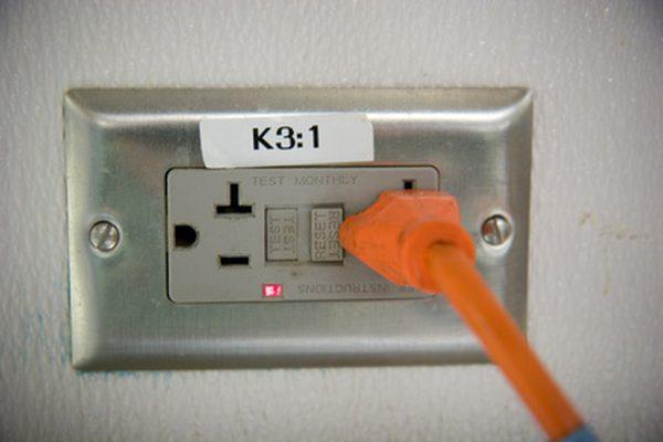 Как установить электричество в ваш школьный автобус