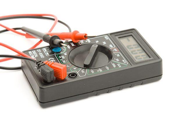 Используйте вольтметр, чтобы быстро выяснить, является ли оно вашим зарядным устройством или батареей, которая не работай.