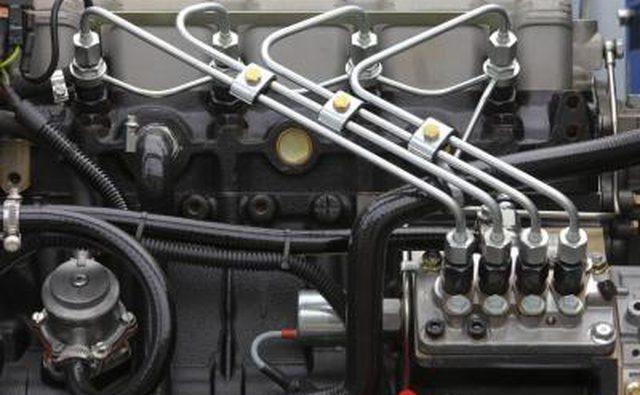 Детали топливных линий на дизельном двигателе