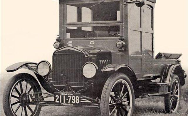 Пикап Ford Hercules, изначально построенный как легковой автомобиль.