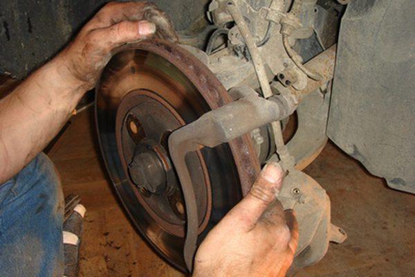 Как заменить тормозные колодки на Ford Taurus