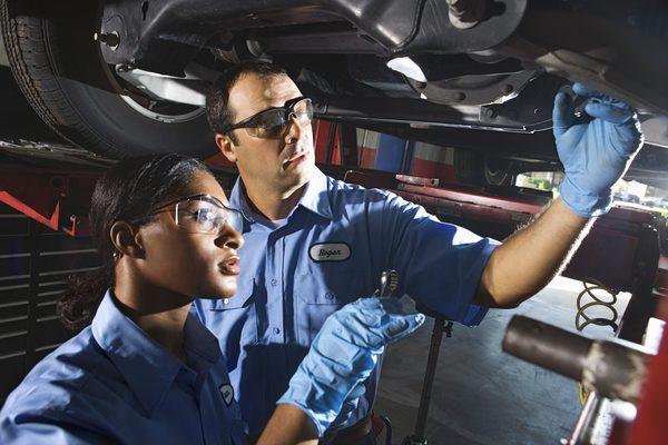 Автомобиль, ремонтирующий механику