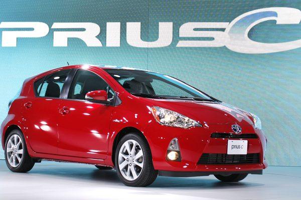 Как поменять шину на Prius