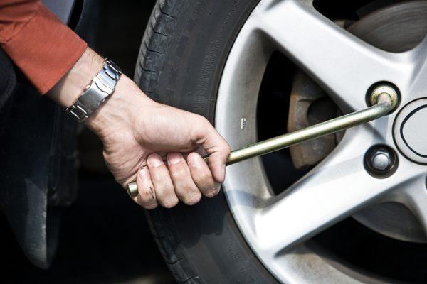 Как поменять шину на Toyota RAV 4