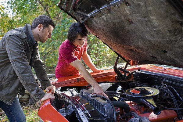 Как заменить Змеиный Пояс в 98 Ford Escort Zx2