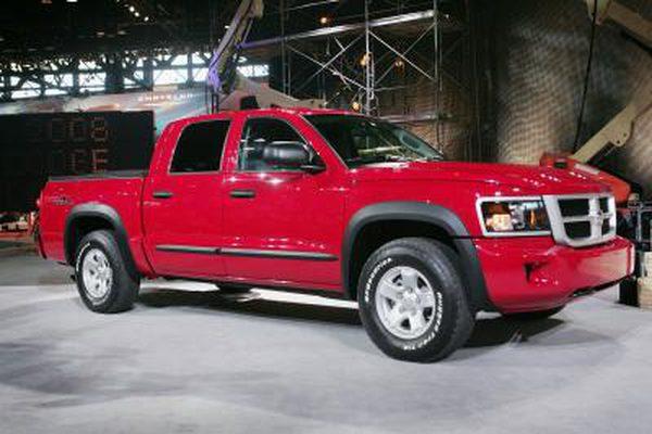 Как проверить уровень трансмиссионной жидкости в Dodge Dakota