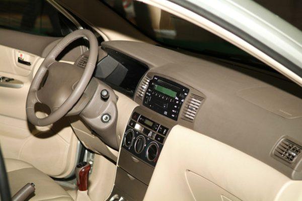 Как удалить радио из 1998 года Toyota Corolla Hook Tool