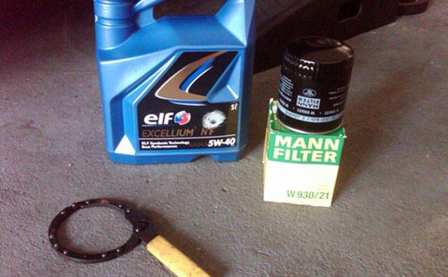 синтетическое моторное масло 5w40, фильтр Манна, ключ для масляного фильтра