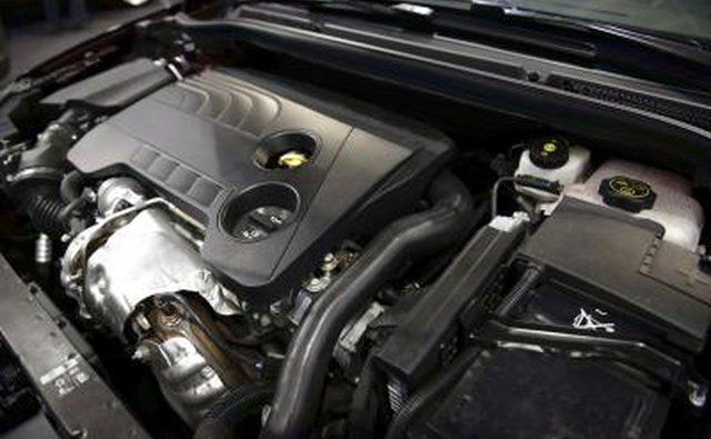 Крупный план двигателя чистого автомобиля