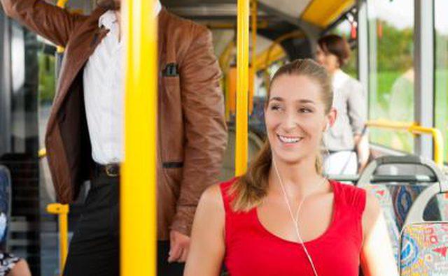 Использование общественного транспорта снижает нашу зависимость от иностранной нефти