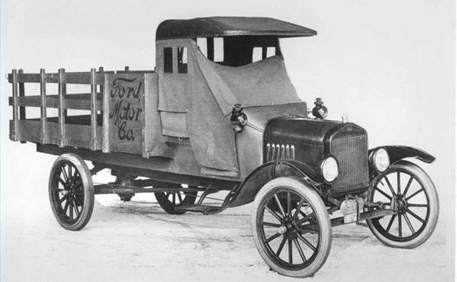 Пикап модели TT 1918 года с однотонным шасси Ford.