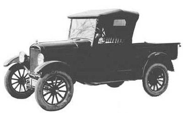 Первым заводским пикапом Ford был Runabout.