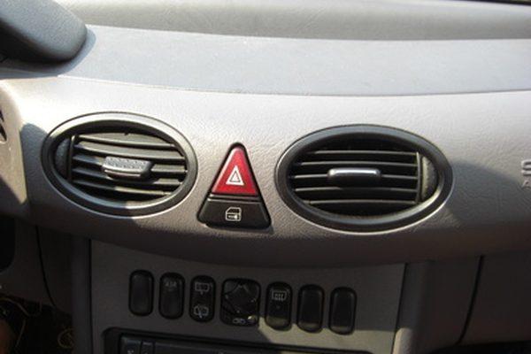 Как прочистить дренаж переменного тока на Nissan Sentra