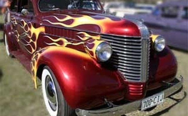 Довоенный Pontiac получает обработку пламенем и лоадером