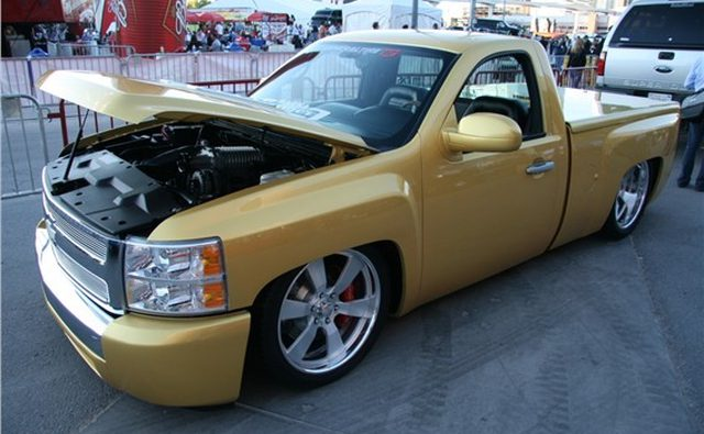 Этот пикап Chevrolet Silverardo является lowrider нового поколения