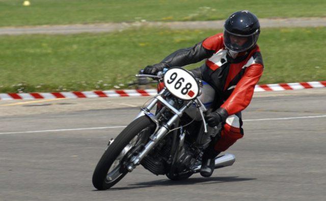 Шлемы мотоцикла спасают жизни.