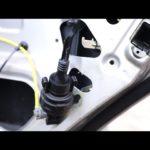Как открыть дверь Ford вручную, если автомобильный аккумулятор или пульт погас