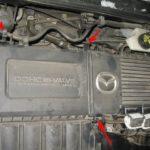 Как заменить моторный воздушный фильтр Mazda