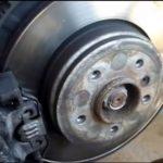 Как заменить задние тормозные колодки на BMW