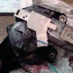 Замена мотора заднего стеклоочистителя Volvo
