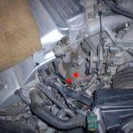 Где находится датчик детонации на двигателе Vortec 4,3 л?