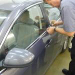 Как открыть дверь транспортных средств