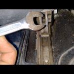 Как оторвать пластиковую защелку на чехле ремня безопасности