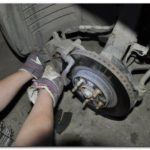 Как поменять тормозные колодки в мазде 6