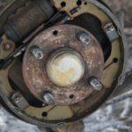 Как поменять задние тормозные колодки на Kia Spectra