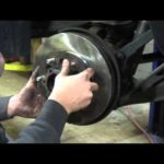 Как снять тормозные роторы с Isuzu Rodeo