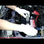 Как установить автомобильный аккумулятор в Toyota Corolla