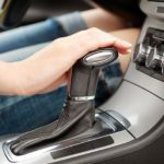 Как водить автомобиль с ручным управлением в горах