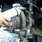 Как заменить тормоза на 1999 Ford F-250