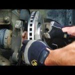 Как заменить тормозные колодки в Chrysler Town & Country