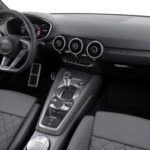 Какова функция комбинации приборов в автомобиле?