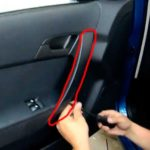 Снятие панели двери Chevy Cobalt