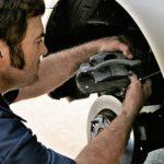 Что может привести к блокировке тормозов на автомобиле?