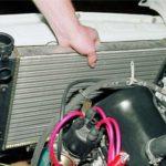 Что приводит к разрушению шлангов радиатора в автомобилях?