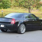 Где аварийный выпуск багажника в Chrysler 300?