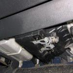 Где находится салонный фильтр Mazda 626?