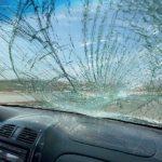Как исправить повреждения от песка на лобовом стекле