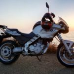 Как остановить скользкое сиденье мотоцикла