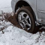 Как освободить автомобиль, застрявший на льду или снегу