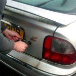 Как открыть багажник без ключей